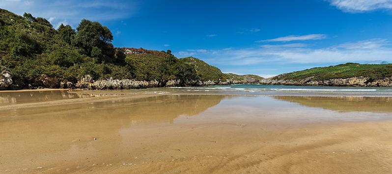 best beaches to visit with kids, Playa Poo (Asturias)