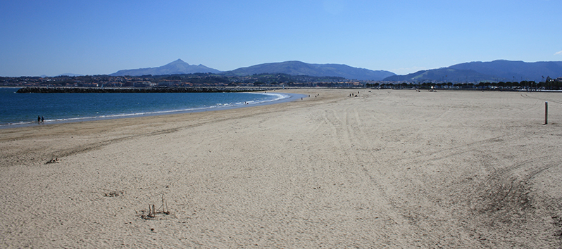 best beaches to visit with kids, Playa Hondarribia (Pais Vasco)