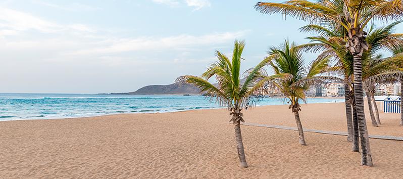 best beaches to visit with kids, playa las Canteras (Las palmas de Gran Canaria)