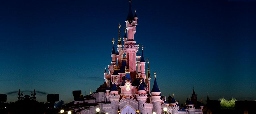 destinations to travel during christmas, Dsneyland Paris