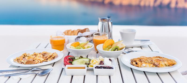 que hacer en San Valentín solo, desayunar en el hotel
