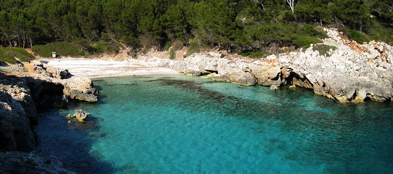 beaches of Menorca to go with dogs, Cala Fustam (Menorca)