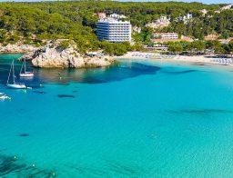 playas de menorca con bandera azul