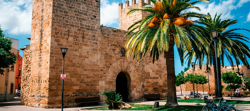 Moll, puerta de entrada Alcudia.